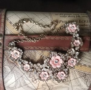 Jewelry - Gold floral bulky necklace
